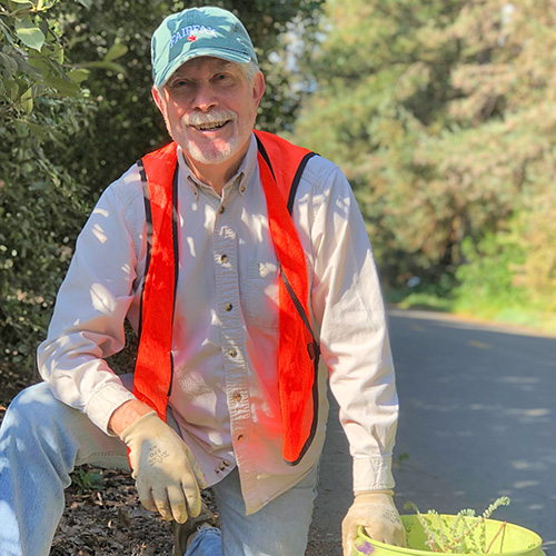 Image of UC Davis Arboretum and Public Garden volunteer.