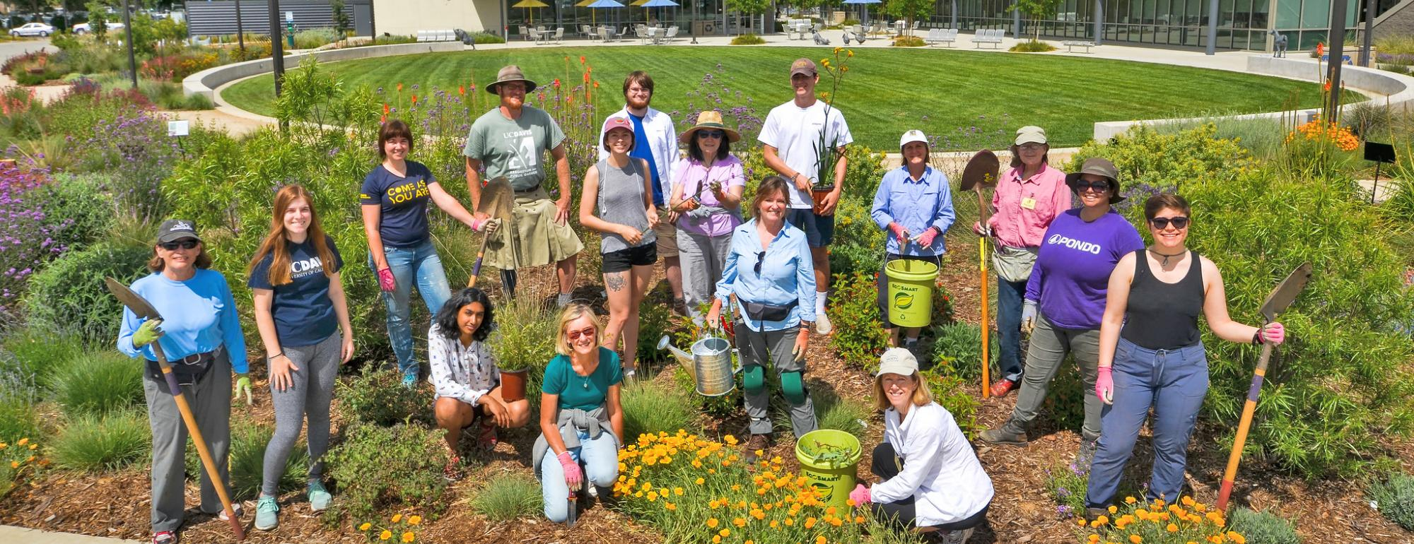 Image of students and volunteers in the Hummingbird GATEway Garden.