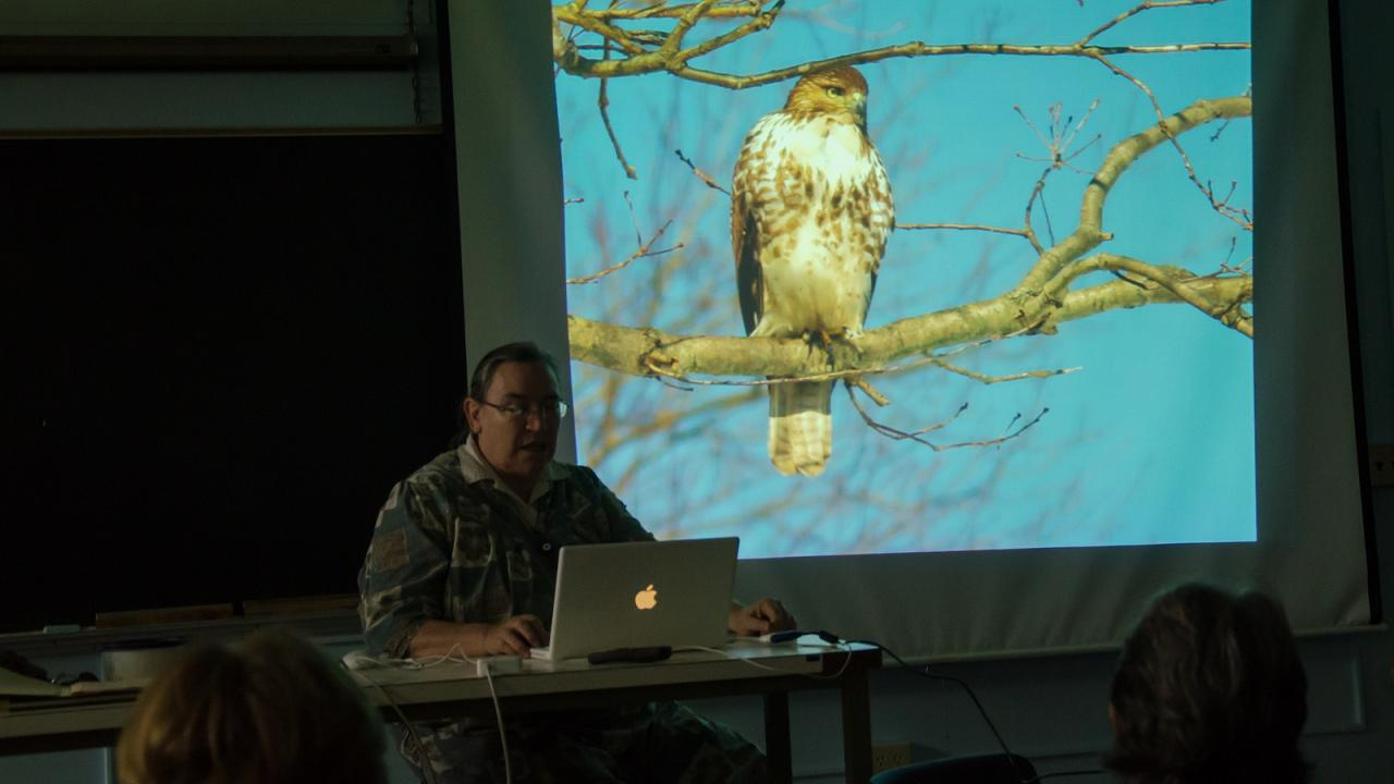 Image of Lois Richter giving her slideshow talk about winter birds in Davis at the UC Davis Arboretum Headquarters.