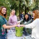 Image of UC Davis Arboretum Ambassador natural tie-dye workshop.